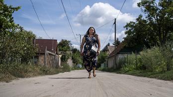 Bujkálva tanítja a helyi cigányokat a pilisi közösségszervező