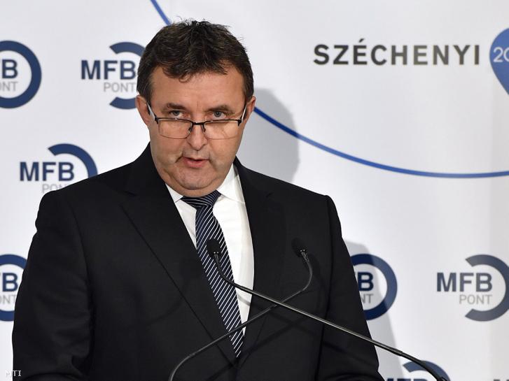 Palkovics László innovációs és technológiai miniszter beszédet mond a Digitális Jólét Hitelprogramról tartott sajtótájékoztatón Budapesten a Magyar Fejlesztési Bank Nádor utcai székházában 2018. augusztus 27-én.