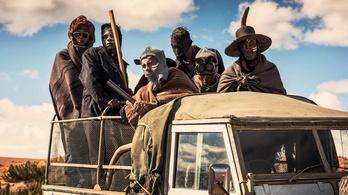 Kritikusok zabálják ezt a westernt, ami elkerüli a magyar mozikat