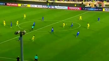 Xavi a kezdőkörből sarkazott gólpasszt