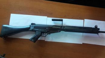 Játékfegyverekre cserélték a paraguayi rendőrség gépkarabélyait tolvajok