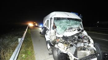 Halálos baleset az M0-son, kigyulladt tréler az M1-esen kedd hajnalban