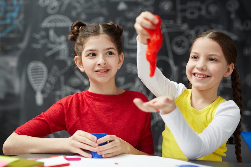 3 biztonságos házi slime-recept: imádják a gyerekek a ragacsos játékot
