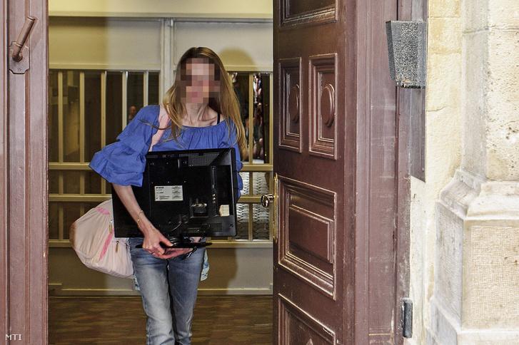 Eva Rezesová börtönbüntetésének kétharmadát letöltve, hat év után elhagyja a Nagy Ignác utcai fővárosi büntetés-végrehajtási intézetet 2018. augusztus 28-án.