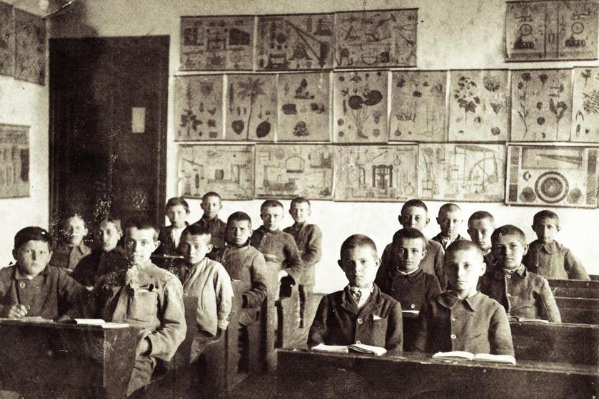 Fiúosztály 1902-ben.
