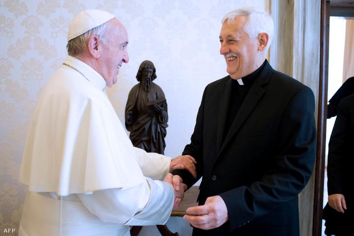 Ferenc pápa és Arturo Sosa 2017 februárjában
