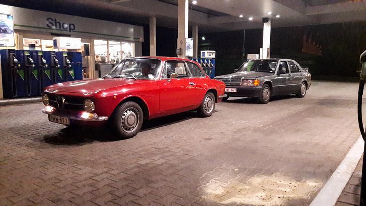 Utolsó ép kép a Bertonéról a benzinkútnál. Sajnos ezen pont az a sarka nem látszik, ami azóta átalakult