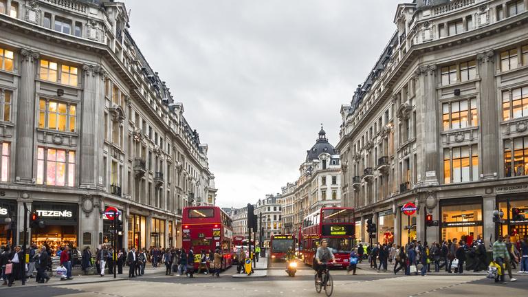 Ötször annyit kell dolgozni egy új iPhone-ért Pesten, mint Londonban