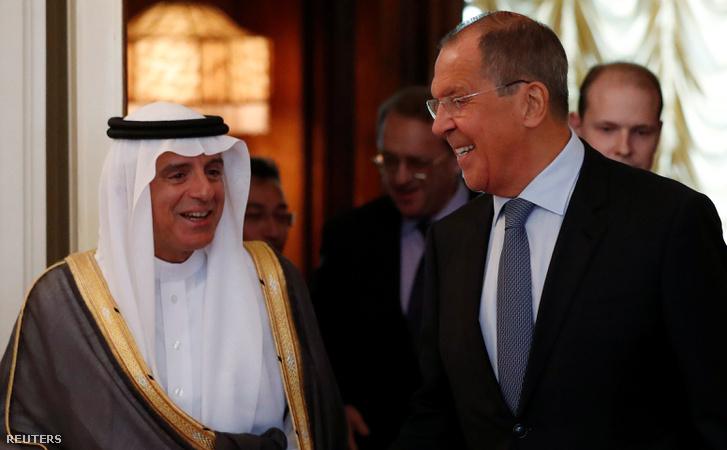 Ádel al-Dzsubeir szaúd-arábiai külügyminisztert (b) fogadja orosz partnere, Szergej Lavrov Moszkvában 2018. augusztus 29-én.