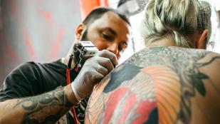 Ezért halványodik el a tetoválásod