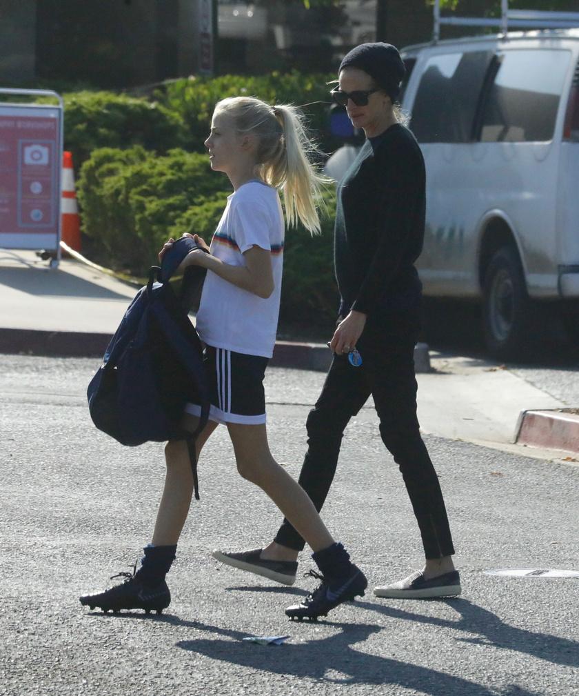 Alakját elnézve modell is lehet a színésznő lányából.