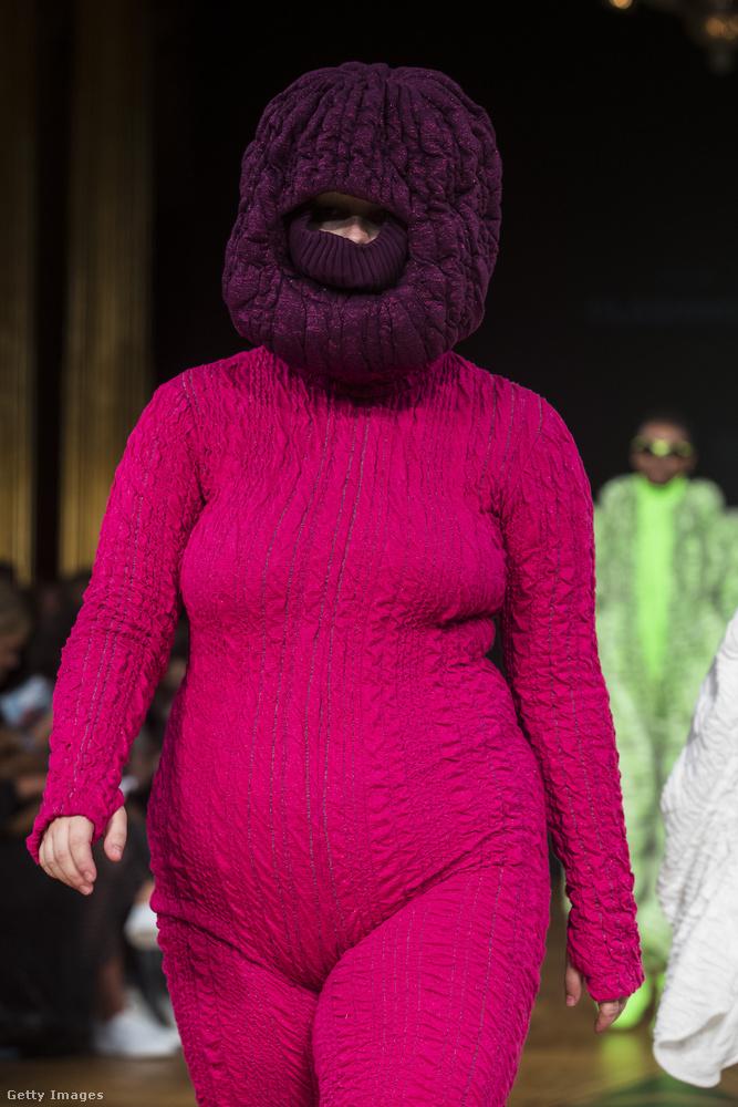 És hogy ne érhesse szó a ház elejét a hordhatatlan ruhák miatt: íme egy viselet, ami kifejezetten praktikus a mínusz huszonvalahány fokos skandináv telekben.