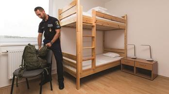 Rendőrség: A rendőrök valóban nem luxusszállodában laknak