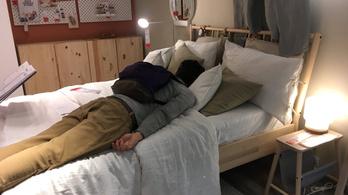 Egy dugó miatt kétszázan húzták meg magukat estére egy angliai IKEA-ban