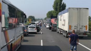 Hét jármű ütközött össze az M7-esen