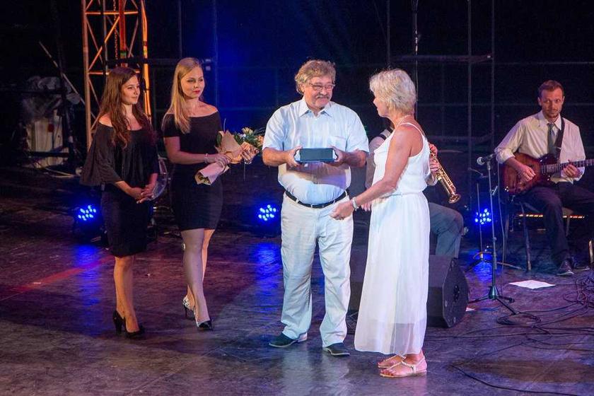 A VII. Magyar Teátrum Nyári Fesztivál zárásaként a legkiválóbb művészi teljesítményeket, előadásokat és alakításokat jutalmazták a Szarvasi Vízi Színházban augusztus 19-én este.
