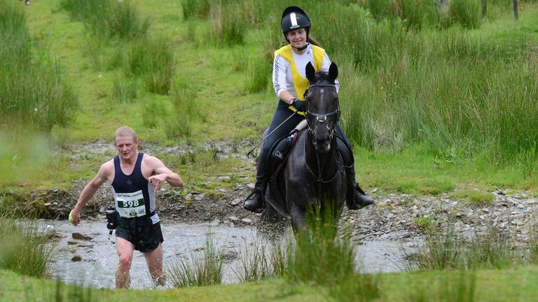 Képes-e legyőzni az ember a lovat maratonfutásban?