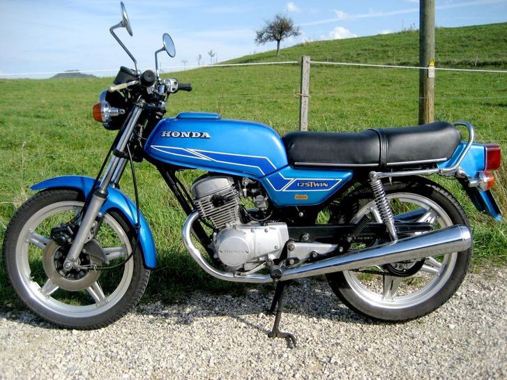 Bálint álma egy ilyen Honda CB125T