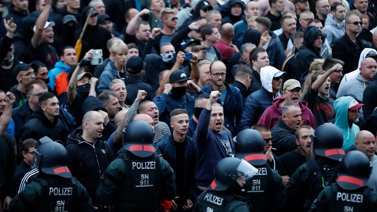 Németországot megrázta az utcán vadászó nácik látványa