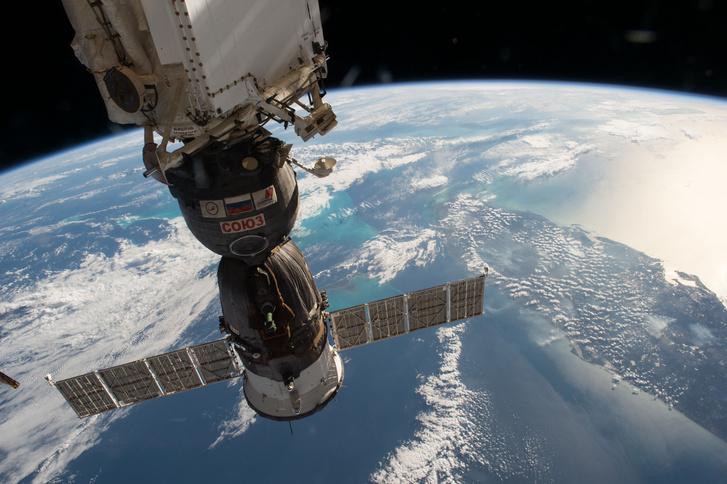A NASA felvételén orosz Szojuz űrhajó látható a Nemzetközi Űrállomásról