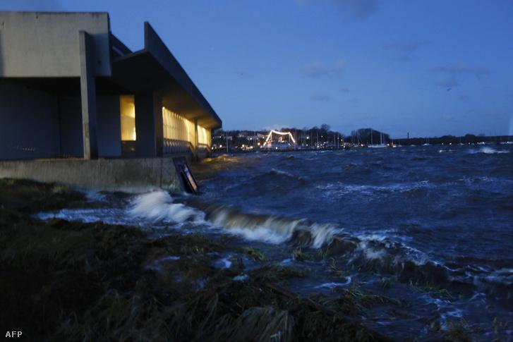 A roskilde-i viking hajómúzeum épülete a 2013-as vihar idején