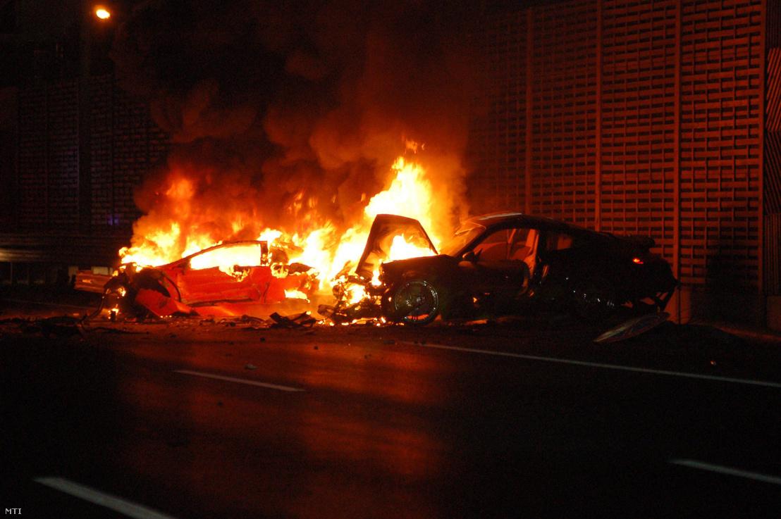 2007. szeptember 21-én röviddel éjfél előtt az M1-M7-es autópálya bevezető szakaszán egy egymással versenyző Lamborghini és Porsche ütközött.