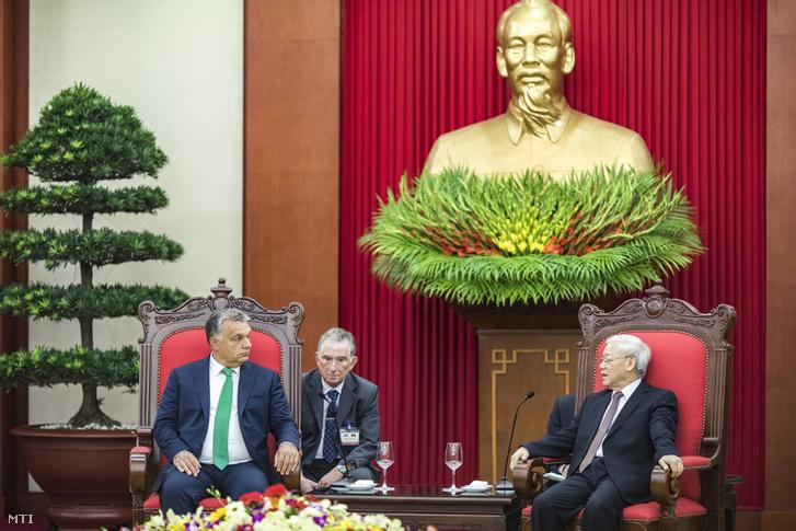 Orbán Viktor miniszterelnök (b) megbeszélést folytat Nguyen Phu Tronggal a Vietnami Kommunista Párt főtitkárával Hanoiban 2017. szeptember 25-én