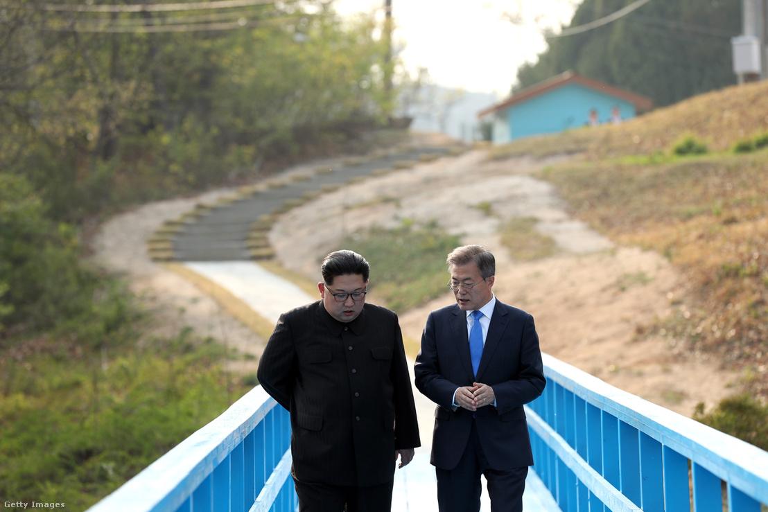 Kim Dzsongun és Mun Dzsein találkozója 2018 áprilisában