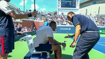 A székbíró szólt az ausztrálnak, most már kezdjen el teniszezni