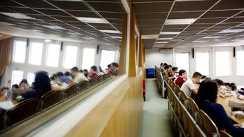 A HÖOK az oktatási ombudsmanhoz fordult a gazdasági egyetem tandíja miatt