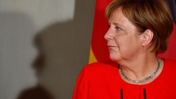 Merkel elmagyarázná a nigériaiaknak, hogy nem jó ötlet Európába jönni