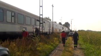 Szembement egymással két vonat Dömsödnél, pár száz méteren múlt a baleset