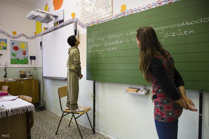 Nyelvtanóra a 3-4. osztályban az ömbölyi általános iskolában