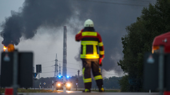 Robbanás egy német erőműben, 200 tűzoltó küzd a lángokkal
