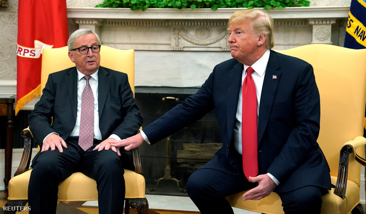 Balra Juncker, jobbra Trump