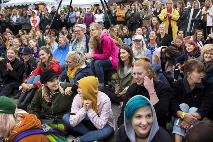 A Statement közönsége: csak lányok, nők és asszonyok