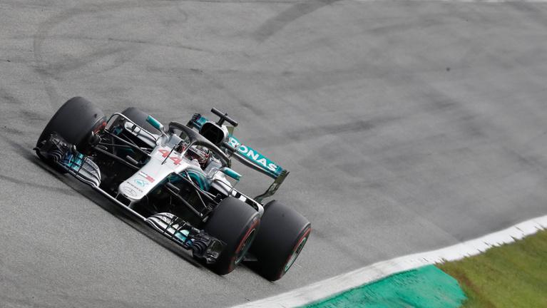 Hamilton klasszisfutamon verte Räikkönent