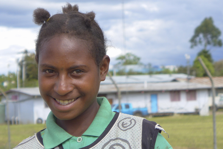 Pápua Új-Guineában például sokkal nagyobb problémák várnak a gyerekekre, minthogy beázik a cipőjük