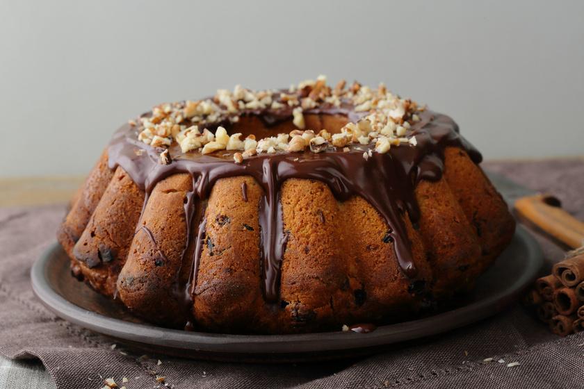 Omlós, diós kuglóf csokival megbolondítva: fantasztikus, békebeli sütemény