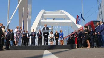 Átadták az utolsó újjáépített Duna-hidat