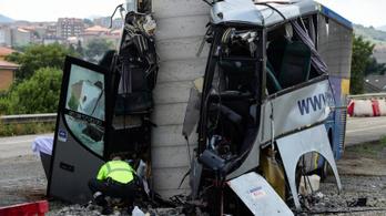 Négy halott, húsz sérült egy buszbalesetben Spanyolországban