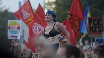 Több tízezren jelentek meg egy szélsőjobbellenes koncerten Chemnitzben