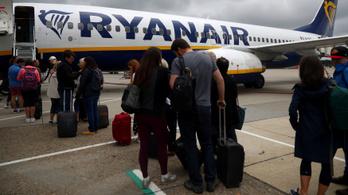 Olajosan és cafatokban landolt Ferihegyen egy magyar család bőröndje