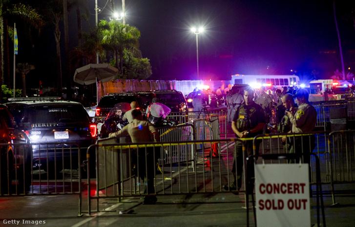 A rendőrök biztosítják a helyszínt Ice Cube koncerten a Del Mar versenypályán, Kaliforniában 2018. szeptember 2.-án