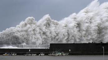 Az elmúlt 25 év legdurvább tájfunja érte el Japánt