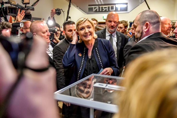 Marine Le Pen, a francia Nemzeti Front vezetője, a párt júniusban új nevet kapott: Nemzeti Gyűlésnek/Nemzeti Tömörülésnek fogják hívni.