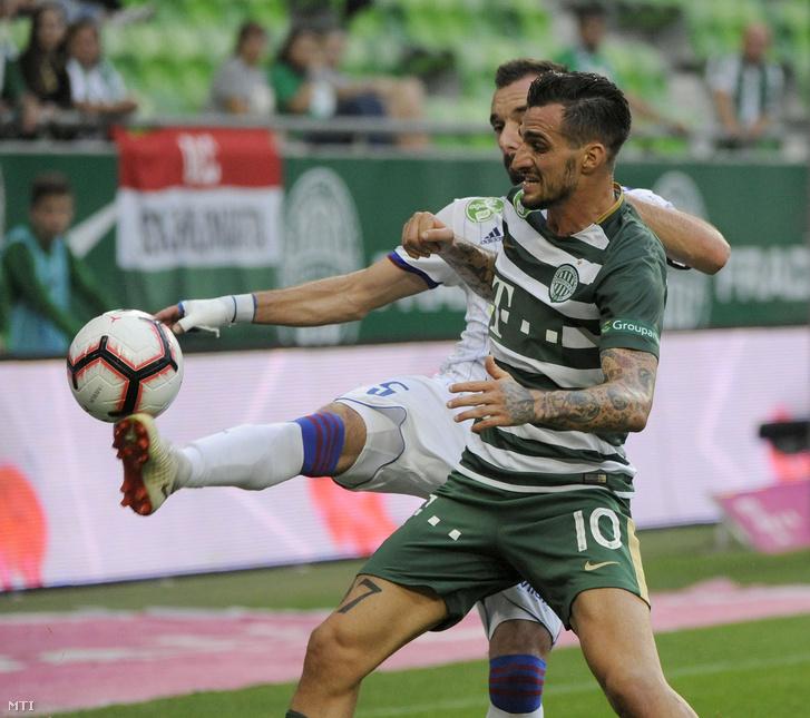 A ferencvárosi Davide Lanzafame és a fehérvári Fiola Attila a labdarúgó OTP Bank Liga 7. fordulójában játszott Ferencváros-MOL Vidi FC mérkõzésen a Groupama Arénában 2018. szeptember 2-án.
