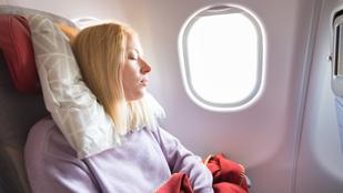 5 tipp, hogy sikeresen túlélj egy hosszú repülést a turistaosztályon