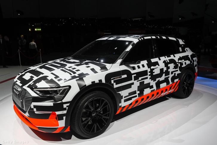 Audi AG e-tron elektromos autó prototípus a 88. Genfi Nemzetközi Autószalonon Svájcban 2018.03.06.