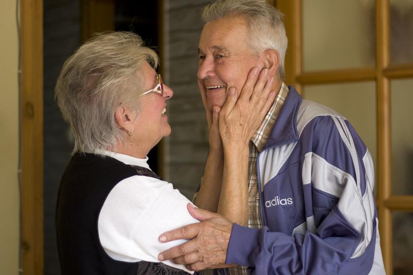 A hozzátartozók eleinte nem gyanakodnak, az időskor természetes velejárójának tekintik a betegséget.